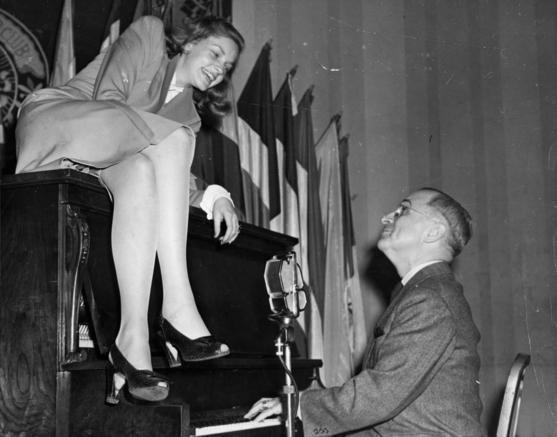 lauren_bacall_with_vice_president_truman.jpe