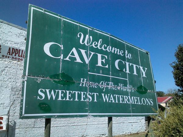 cave_city_sign_0.jpg.jpe