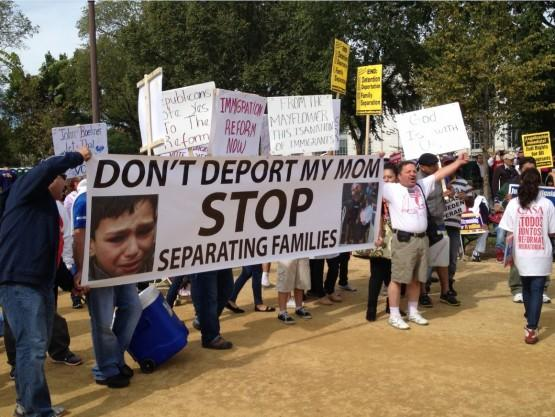 immigration-reform-dont-deport-my-mom-555x417_0.jpg.jpe