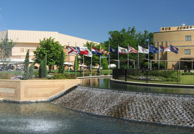 bob_jones_university_front_campus_fountain_0.jpg.jpe
