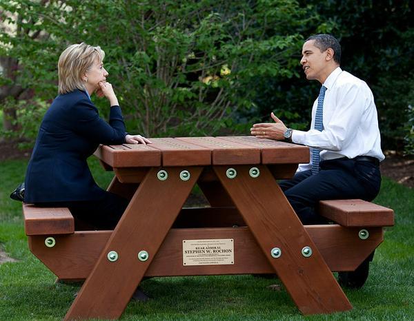 hillary_obama_pete_souza.jpe