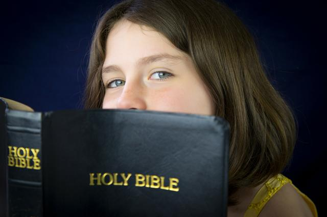 shutterstock_girl_with_bible.jpg.jpe