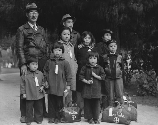 photograph_of_members_of_the_mochida_family_awaiting_evacuation_-_nara_-_537505.jpg.jpe