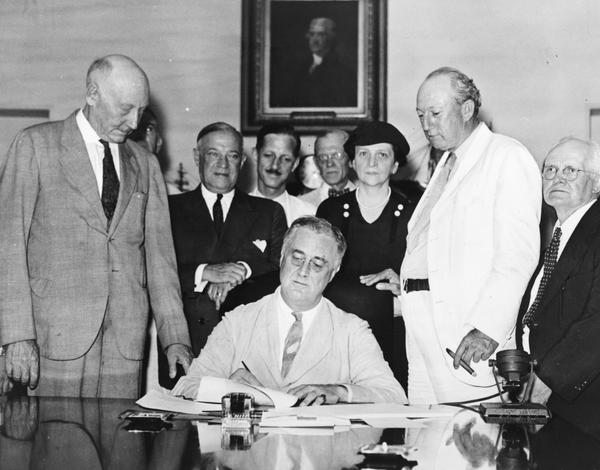 signing_of_the_social_security_act.jpg.jpe