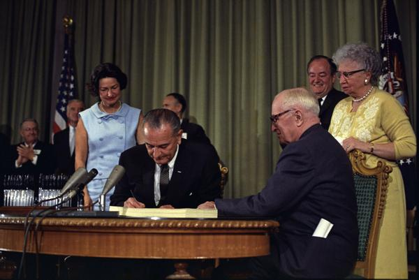 lyndon_johnson_signing_medicare_bill_with_harry_truman_july_30_1965.jpg.jpe