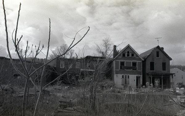 condemned_houses_in_braddock_pennsylvania.jpg.jpe
