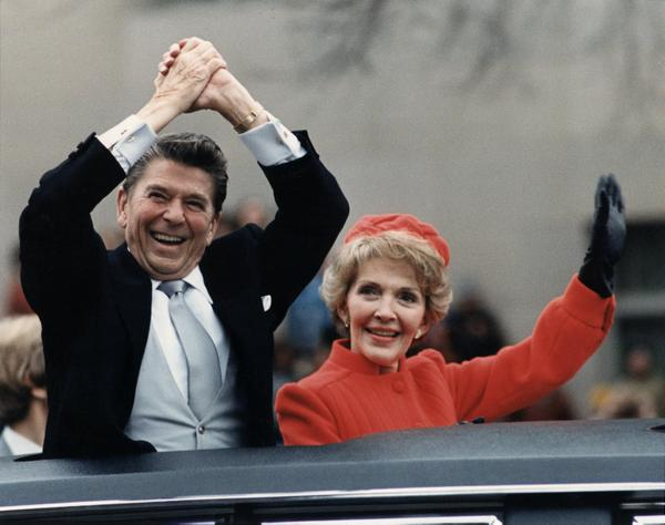 the_reagans_waving_from_the_limousine_during_the_inaugural_parade_1981.jpg.jpe