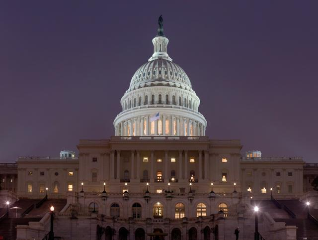 us_capitol_building_at_night_jan_2006.jpg.jpe